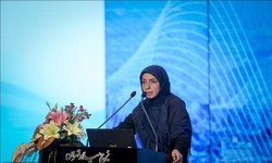 Zeinab Nasiri, the director of Health Department at Tehran Municipality speaking at a conference for combating diabetes.