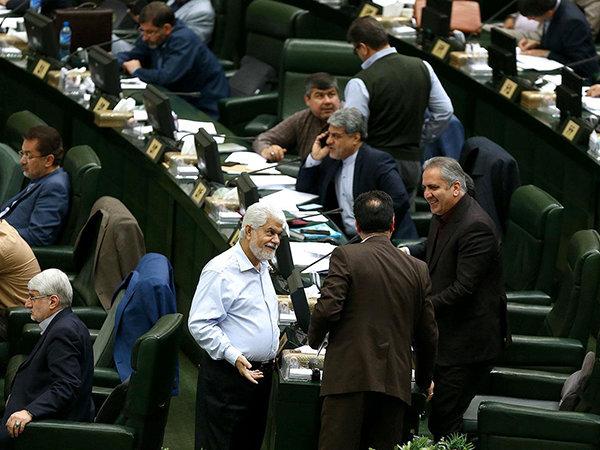 مخالفت مجلس با دریافت مالیات پلکانی از اعضای هیئت علمی دانشگاهها