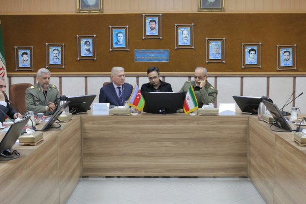 Azeri delegation pays visit to Iran Army staff college 'Dafoos'
