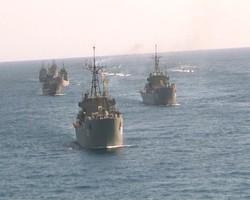 """مناورة """"الولاية 97"""" الكبرى تنطلق في بحر عمان باستعراض بحري"""
