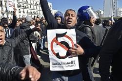 اعتراضات مردمی در الجزایر به خشونت کشیده شد