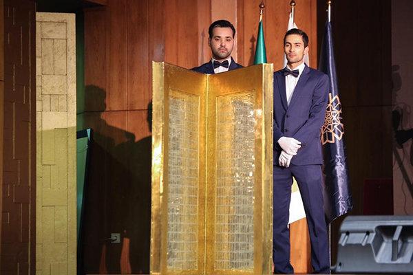 حکاکی «مصحف شریف قرآن» ۷.۷ میلیارد تومان فروخته شد/ ثبت یک رکورد