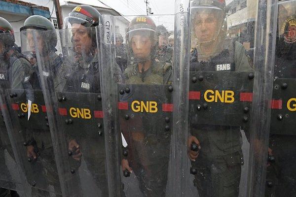 اشتباكات بين القوات الفنزويلية وانصار غواديو على الحدود مع كولومبيا