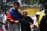 Kolombiya'da protestocular polisle çatıştı