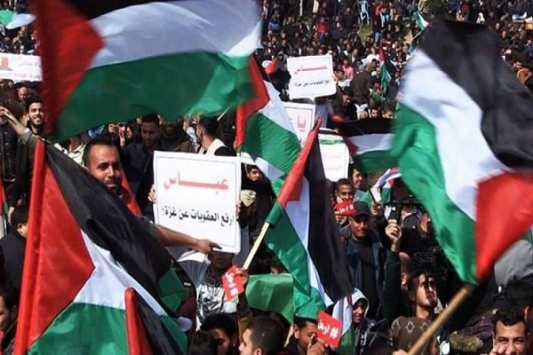 إصابة 13 متظاهرا فلسطينيا شرقي قطاع غزة