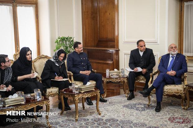 لقاء ظريف مع مساعد وزير خارجية فنزويلا