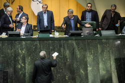 نجفي خوشرودي: سيجمع نواب مجلس الشورى الاسلامي إمضاءات دعماً لظريف