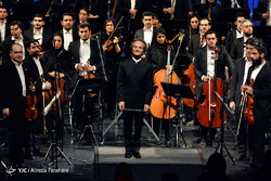 Conductor Shahrdad Rohani and the Tehran Symphony Orchestra acknowledge the audience after a performance at Tehran's Vahdat Hall on May 11, 2017. (YJC/Alireza Farahani)