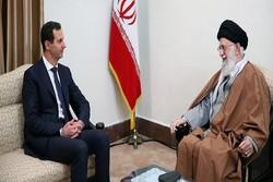 قائد الثورة للرئيس السوري: لقد تحولتَ إلى بطل العالم العربي بعد ما أبديتَ من صمود