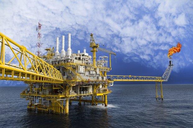 Petrol ABD stoklarındaki düşüşle yükseldi