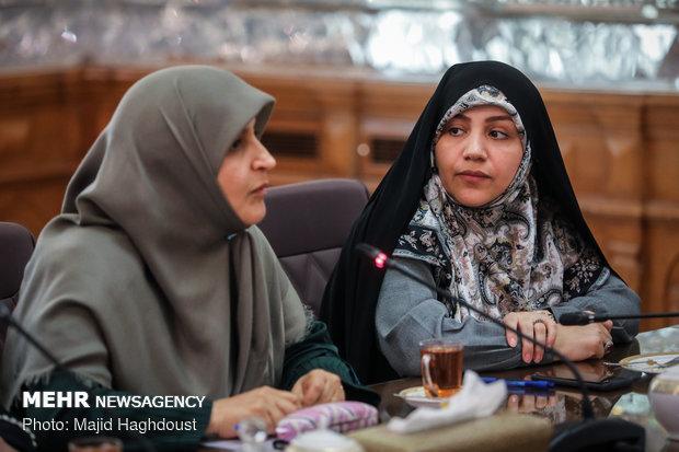 لاريجاني يجتمع مع نائبات مجلس الشورى الاسلامي