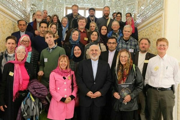 """ظريف يلتقي بمجموعة من الناشطين لأجل السلام من منظمة """"كود بينك"""""""