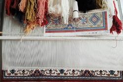 آغاز بافت انبوه فرش دستباف با نقشههای اصیل لری