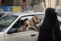 Women receive flowers on birth anniv. of Hazrat Fatemeh (SA)