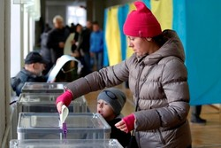 یوکرین کے صدارتی انتخابات میں کامیڈین نے موجودہ صدر کو شکست دے دی