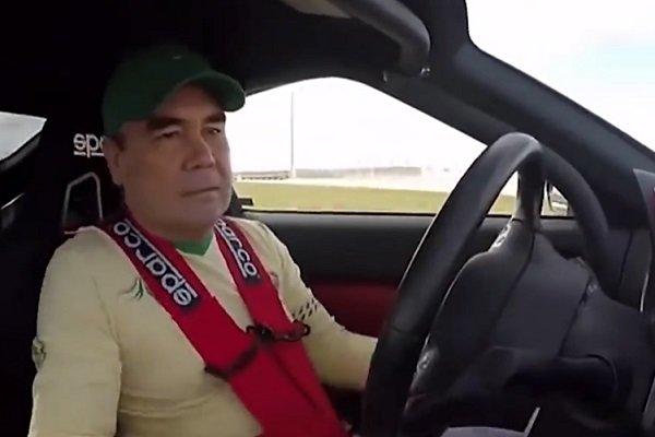 Türkmenistan Cumhurbaşkanı sürücülükteki maharetini gösterdi