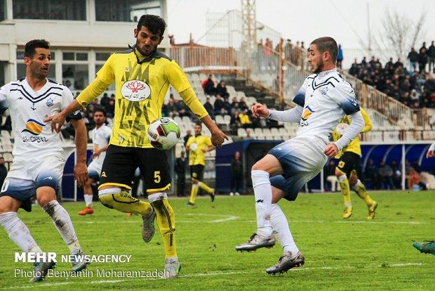 دیدار تیمهای فوتبال  ملوان بندرانزلی و شهرداری ماهشهر