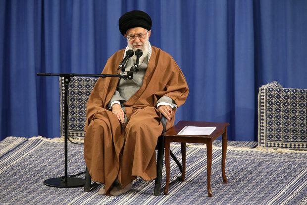 قائد الثورة: منشدو ومداحو  أهل البيت (ع) سيكون لهم تأثير كبير في حركة الشعب الإيراني