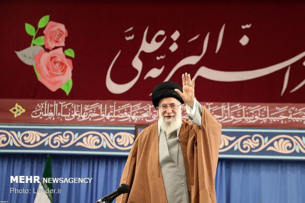 استقبال قائد الثورة لمداحي اهل البيت