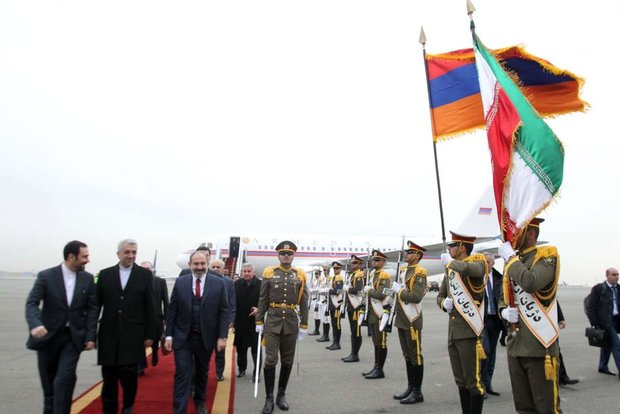 VIDEO: Armenian PM welcomed at Tehran's Mehrabad Airport