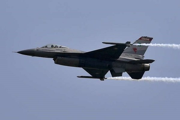Indian Air Force reportedly shoots down Pakistani F-16 fighter jet