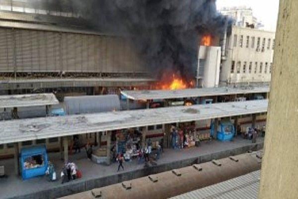 پیرس میں رہائشی عمارت میں دھماکے کے بعد آگ لگ گئی
