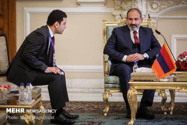 Parl. speaker meets with Armenian PM