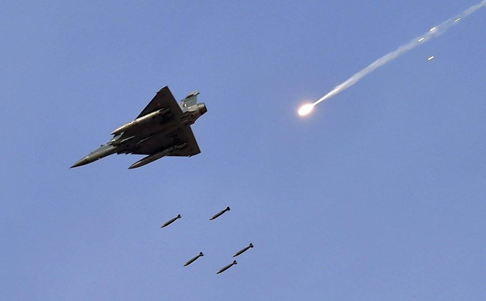 NUCLEAR WAR WARNING as India Pakistan tensions SURGE after warplane shot down