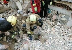 گرفتار شدن کارگر زیر آوار ساختمان ۲ طبقه