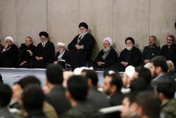 Devrim Lideri'nin huzurunda Ayetullah Mu'min için taziye töreni