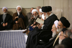Leader attends memorial ceremony for late Ayatollaا Momen