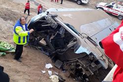 واژگونی اتوبوس در محور قم-تهران/ ۴ نفر کشته و ۱۰ نفر مصدوم شدند