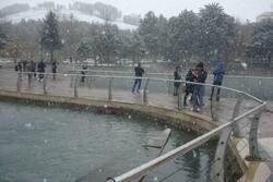 نخستین برف سال در خرمآباد و خوشحالی مردم/ مرکز لرستان سفیدپوش شد