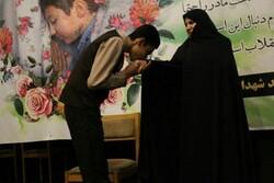 همایش «دستبوسی مادران» در فومن برگزار شد