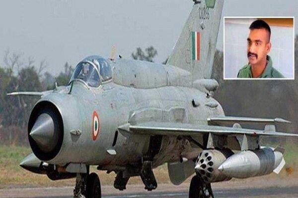 پاکستان خلبان جنگنده ساقط شده را به هند تحویل داد