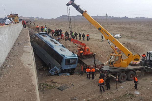 آخرین جزئیات مجروح شدن ۱۷ نفر در حادثه واژگونی اتوبوس