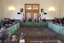 Lawmakers meet FM Zarif to hail his return to work