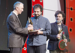 """Picnic"" director Omer Mirac Tunc (C) from Turkey and ""Sand Signs"" director Hermes Mangialardo (R) from Italy"