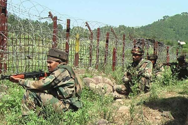 لائن آف کنٹرول پر بھارتی اور پاکستانی فوجیوں کے درمیان فائرنگ کا تبادلہ