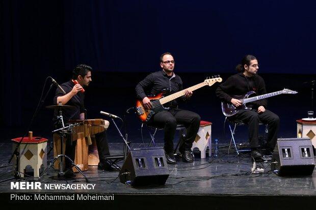"""فرقة """"زرياب"""" تعزف على العود"""