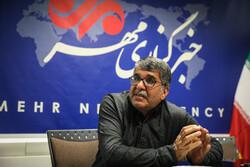 بزرگترین مشکل ادبیات ایران خطکشیهای درون آن است