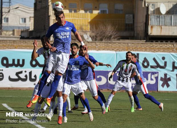 دیدار تیم های فوتبال گل گهر سیرجان و قشقایی شیراز