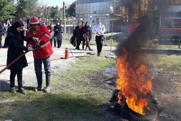 ۱۱۰۰ نفر آموزشهای مهار آتش را در زواره اردستان فرا گرفتند