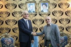 لقاء وزير الاقتصاد الايراني ونظيره الاذربيجاني / صور