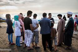 طلاب و روحانیون  در ساحل شلوغ شمال/جای ما فقط مسجد و حسینیه نیست