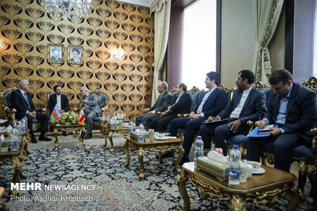 İran ve Azerbaycan ekonomi bakanları görüştü