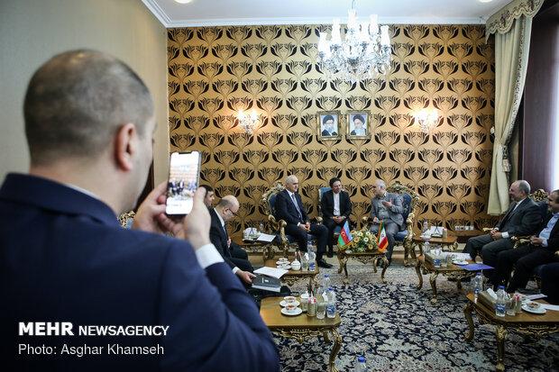 لقاء وزير الاقتصاد الايراني ونظيره الاذربيجاني