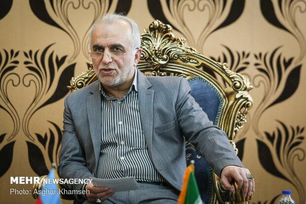Iran's economy min. meets with Azerbaijani counterpart