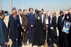 کاشت یک اصله درخت به یادشهدای مدافع حرم و۸ سال دفاع مقدس درشهریار