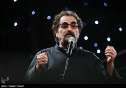 Vocalist Shahram Nazeri performs in an undated photo. (Tasnim/Hossein Tahavvori)